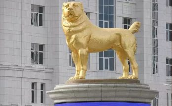 Turkmenistan's President made a giant gold statue of a dog, the reason is very special
