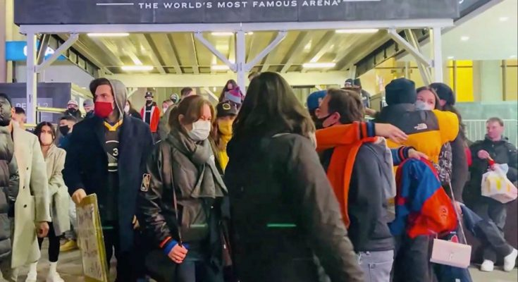 Knicks, Nets fans welcomed back inside MSG, Barclays Center