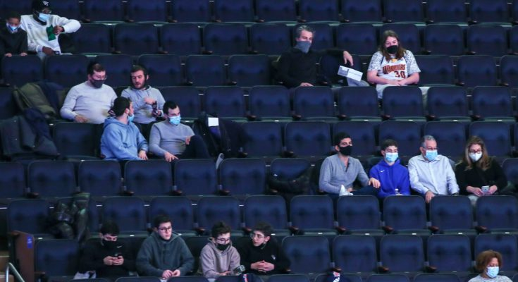 Knicks clipped by Warriors in first game with fans back at MSG