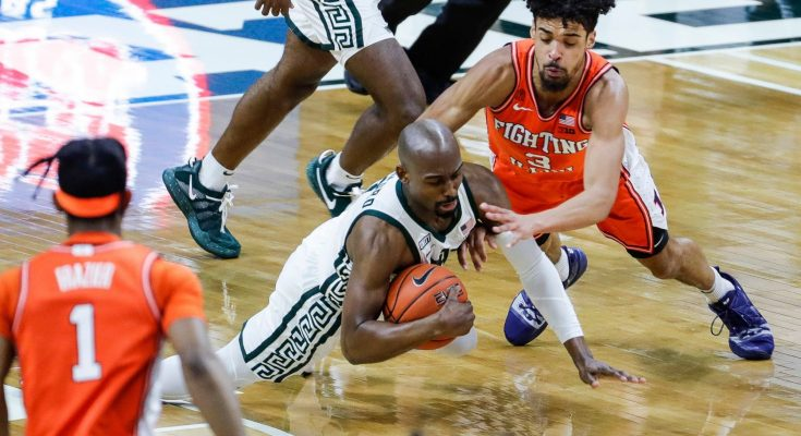 Michigan State basketball leading No. 4 Illinois in second half: Live updates